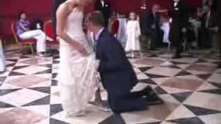 Бросание букета невесты.mp4