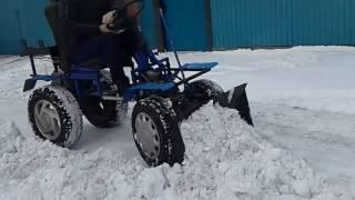 чистим снег минитрактором с отвалом из мотоблока нева