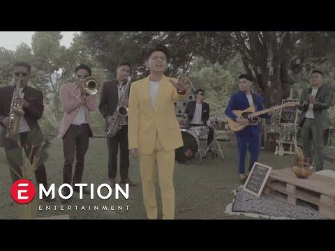 Juicy Luicy - Terlalu Tinggi (Official Music Video)