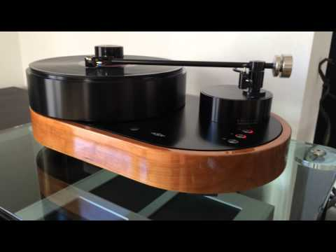 AMG Viella 12 turntable with Benz Micro LP-S cartridge