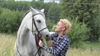 Ольга Карач устроила гламурную фотосессию с лошадью