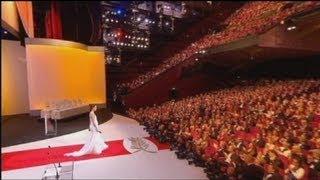 لیلا حاتمی جایزه بزرگ جشنواره کن را اهدا کرد
