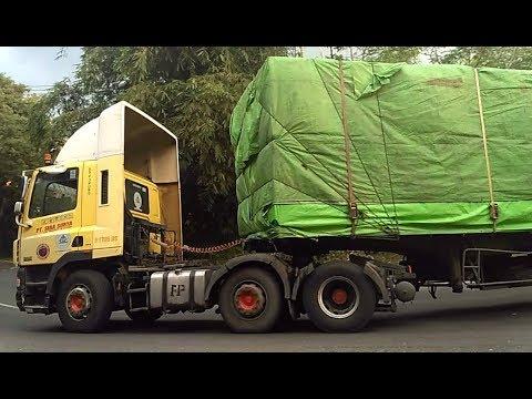 Truck Trailer DAF Truk Kontainer ISUZU Truk Gandeng Hino Truk Tronton Fuso Fighter di Tanjakan