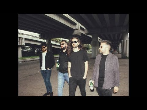 Fast Animals and Slow Kids - Radio Radio (Official Video)