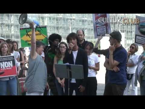 """BELO MONTE """"NON"""""""": journée mondiale, les français à Paris-La Défense 20 août 2011"""