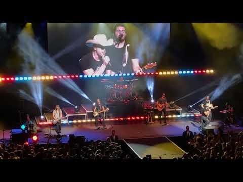 Dustin Lynch - Small Town Boy (Vegas - The Chelsea - 12/09/17))