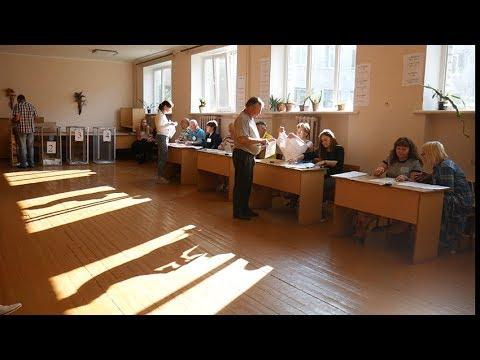 Житомир.info   Новости Житомира: Ранок на одній з дільниць Житомира: виборці чекають змін на краще, голова дільниці спокійних виборів