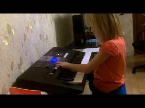 Синтезатор - самоиграйка. Игра только аккордами и автоаккомпанементом.