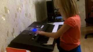 Синтезатор   самоиграйка. Игра только аккордами и автоаккомпанементом.