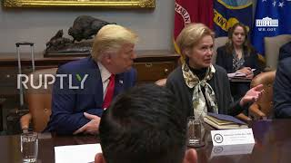 "USA: ""I haven""t touched my face in weeks"" - Trump jokes during coronavirus briefing"