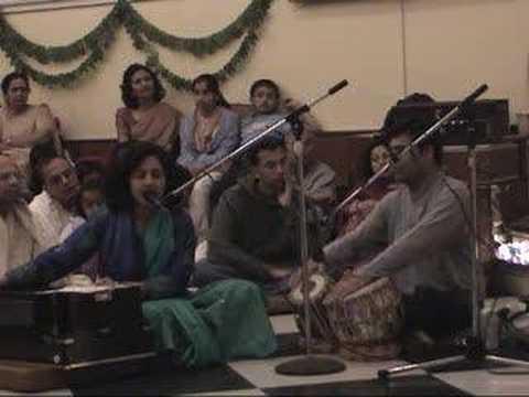 Mosmi ben singing at Govardhana Puja