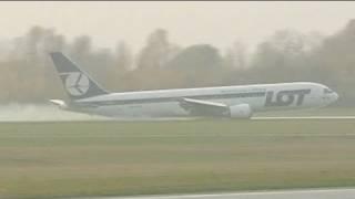 Boeing 767 aterra de emergência na Polónia