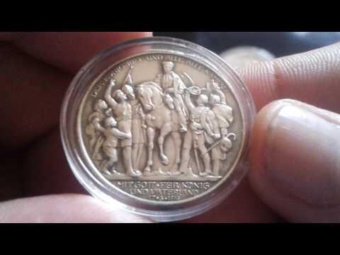 I bought some German silver coins. Ich habe Deutsche Silber Münzen gekauft