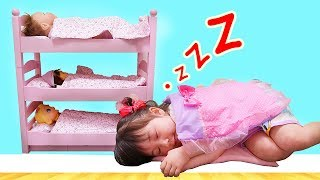 お世話ごっこ大量の赤ちゃんがお家に来たベビーベッドが足りない! | HaneMarisWorld thumbnail