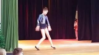 Кружит- эвелина! Крутой танец!