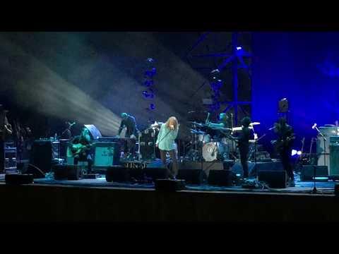 Robert Plant - Babe  I'm gonna leave you & Be mine tonight (live Napoli)