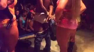 Gostosas - Dançando funk - 005