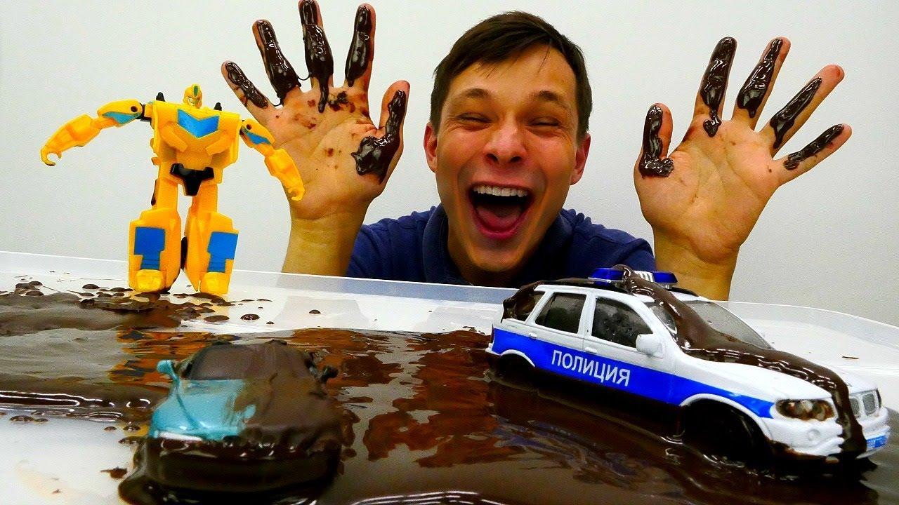 Фёдор купает машинки и Трансформеры в Шоколадном Фонтане.