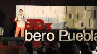Cómo crear una red de comunicación libre y autónoma. | Oswaldo Saldívar Pérez | TEDxIberoPuebla