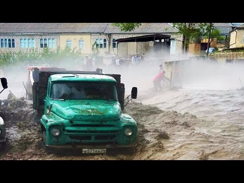 Kyrgyzstan shuddered! Terrible streams of mudflows are destroying the city!