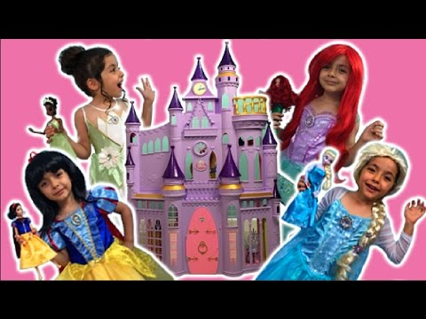 ELSA, ANNA AND RAPUNZEL PLAY WITH THEIR DREAM CASTLE | Toy Play | Princesses In Real Life Kiddyzuzaa