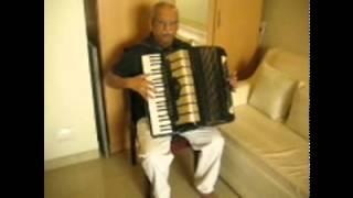 ..SHESHADRI SINGS DIL ME CHUPAKE...&  AHA RIMZHIM KE  ..THROUGH HIS ACCORDION PART 7.avi
