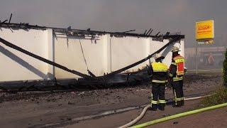 Großbrand – Netto-Markt in Meinerzhagen bis auf Grundmauern abgebrannt, Dach eingestürzt