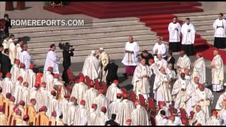Benedicto XVI llega a San Pedro para beatificación de Pablo VI