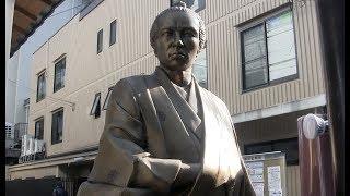 京都駅から徒歩、約5分の所に坂本龍馬の像がある居酒屋があります。龍馬...