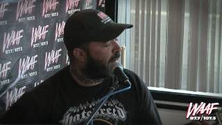 "Aaron Lewis performs ""Country Boy"""