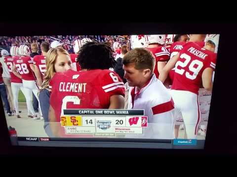 Wisconsin player relieving himself on national tv
