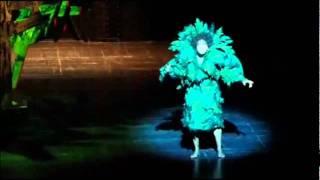 Intouchables - Scène de l'opéra avec l'arbre qui chante (Scène culte) thumbnail