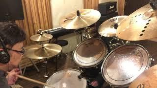 なぜか途中で切れたな いつもと違うスタジオドラムのチューニングに苦戦 タムタムはえー加減で 録画のアイフォン位置 改良要だな 音が回り過ぎてモニターに苦労 フット ...