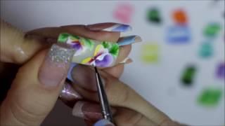 Роспись ногтей. цветок в технике двойного мазка