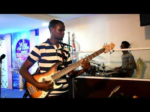 Download STEP BY STEP TO MAKOSSA ON BASS GUITAR