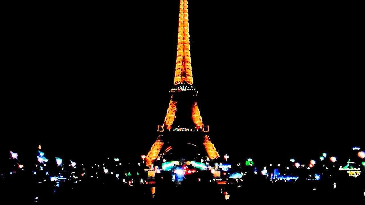Torre Eiffel De Noche. París, Francia