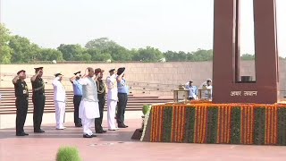 Rajnath Singh visits war memorial before taking over as Defence Minister | Oneindia News