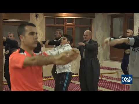 يمارسون الرياضة المسجد صلاة الفجر