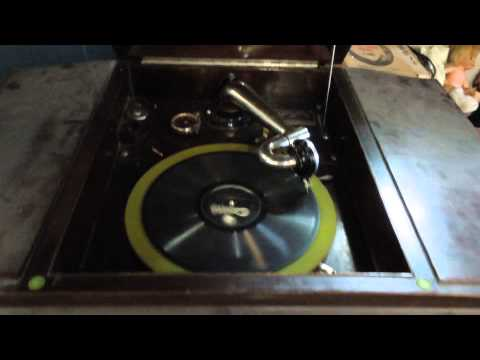 Wind Up Victrola Phonograph Demonstration