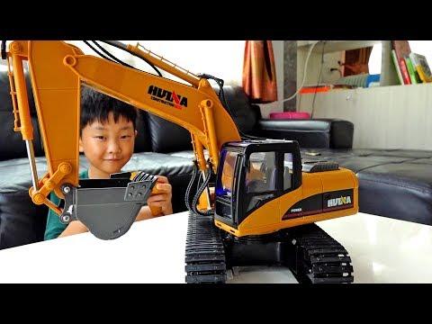 포크레인으로 아빠차 구출하기 예준이의 중장비 장난감 놀이 Excavator Rescue Car Toy for Kids