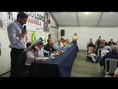 A peña Diego López de Paradela homenaxea o porteiro coa súa tradicional cea