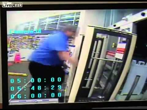 Police officer walks into store while its being robbed (raw)