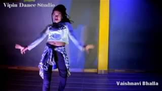 Babu Ji Zara Dheere Chalo-Dum | Bollywood Dance Choreography | Vipin Dance Studio