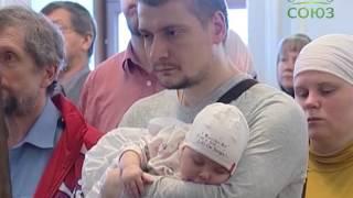 Смотреть видео Санкт-Петербург: праздник изнесения честных древ Животворящего Креста Господня онлайн