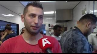 Vluchtelingen koken vrijwillig bij sportclub