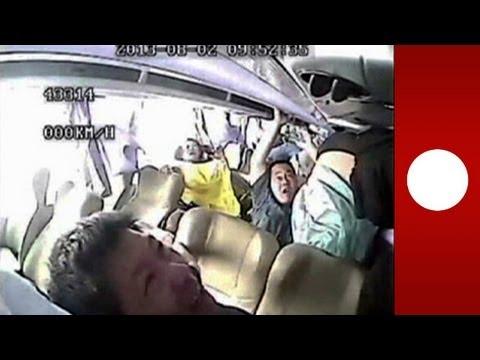accident de bus en chine images chocs film es par une cam ra de surveillance youtube. Black Bedroom Furniture Sets. Home Design Ideas