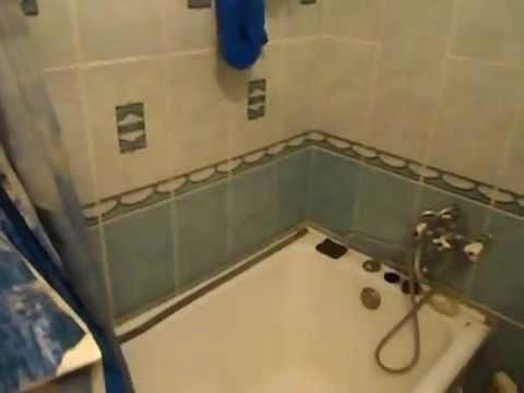 Дизайн интерьер маленькой ванной комнаты. Плиткой и панелями.