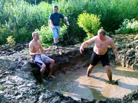 Mud wrestling: Rain vs Alvin