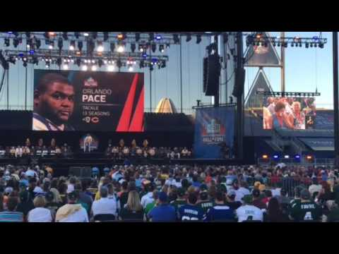 Orlando Pace became emotional when talking about his mother during his speech.