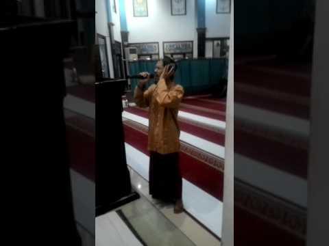 Adzan Subuh masjid Attaubah Terminal peti kemas Surabaya